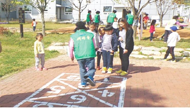 아이들이 행복한 전래놀이터  점촌5동공동체