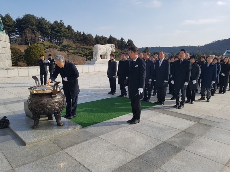 대전, 현충원 참배