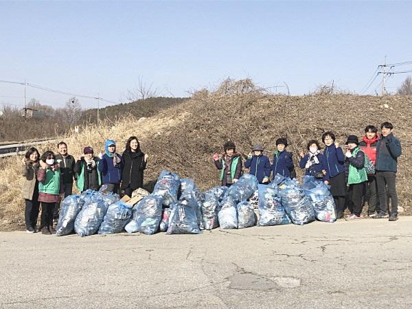 충남 공주시 월송동협의회와 부녀회, 쓰레기 수거 활동
