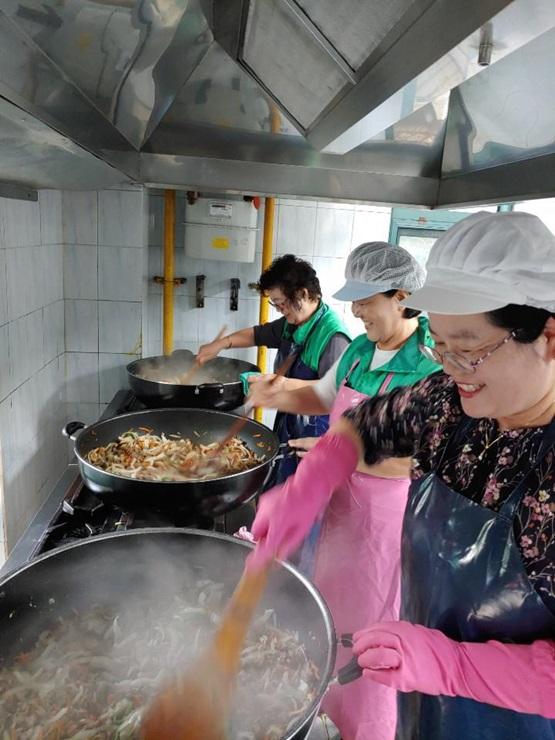인천 계양구부녀회, 노인복지관에서 급식 활동 펼쳐