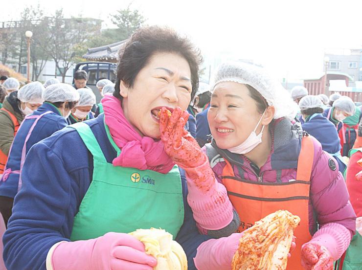 경북 칠곡군부녀회, 사랑의 김장 담가주기
