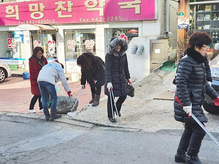 인천 남동구 간석2동부녀회, 새해맞이 골목길 대청소 실시