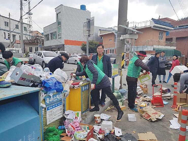전남 여수시 시전동협의회와 부녀회, 관내 청결활동 전개