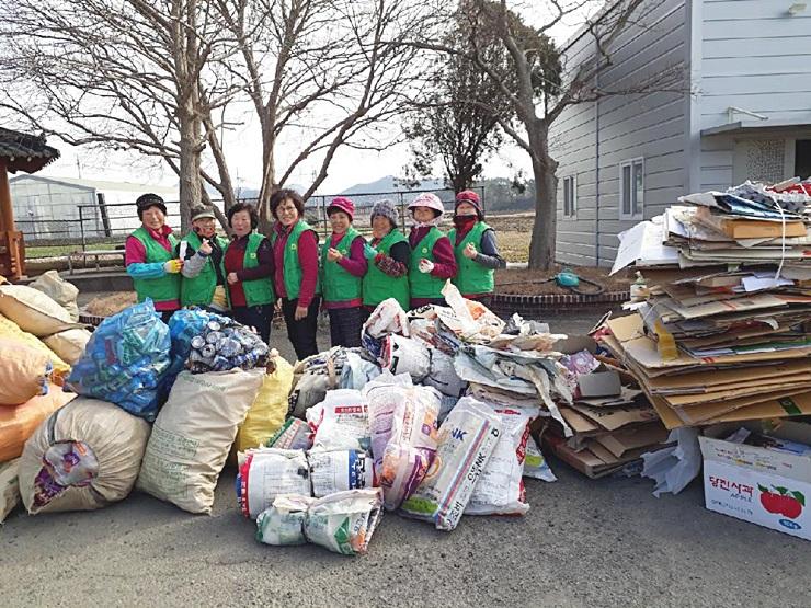 전남 고흥군 도덕면부녀회, 재활용품 수거 분류작업
