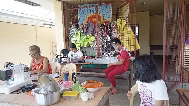 필리핀, 강원에서 기증받은 재봉틀로 마스크 제작
