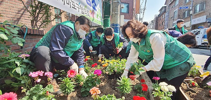 서울 마포구협의회, 쌈지 화단 꽃 심기와 대청소