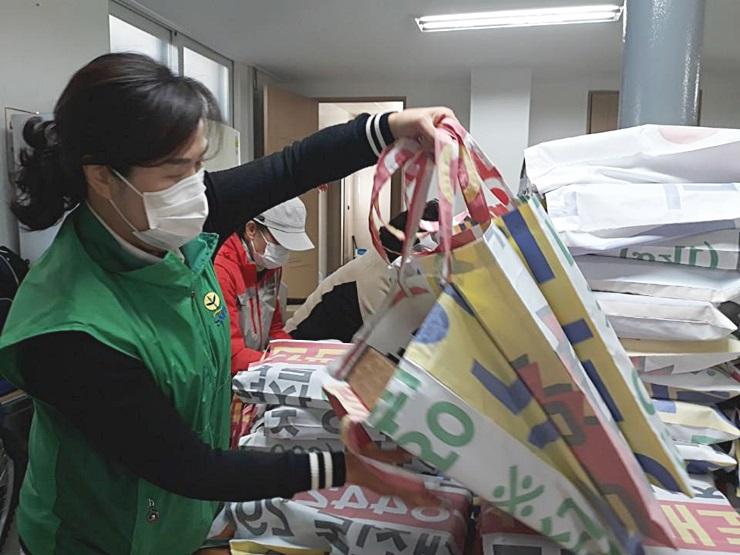 대전 동구새마을회, 소외계층에 위생용품 전달