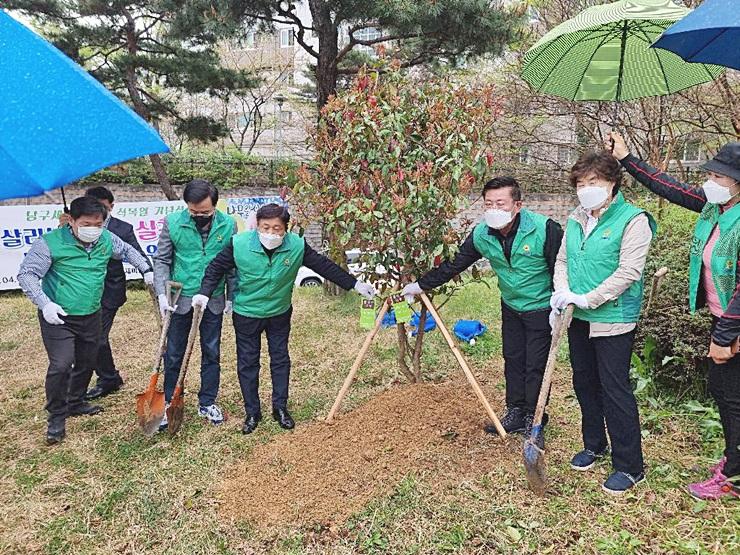 직장·공장 광주 남구협의회, 기념식수 심기