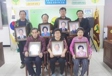 대전 중구협의회, 장수사진 전달