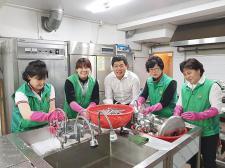 부산 영도구 청학2동협의회와 부녀회, 배식 봉사