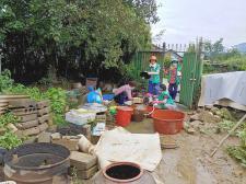 전남 구례군 토지면협의회와 부녀회, 집중호우 침수피해 가구에서 가재도구 정리