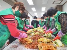 대전 대덕구부녀회, 김장 김치 담가 홀몸 어르신 가정에 전달